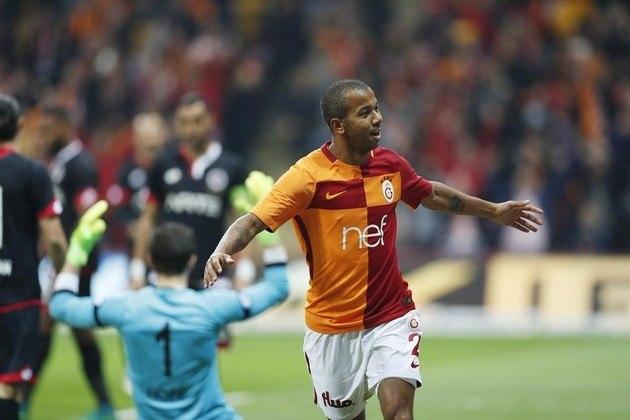 MORNO - Com a saída de Patric, o Atlético-MG está monitorando o lateral Mariano, que está na Turquia. O lateral-direito, de 33 anos, tem contrato até junho com o Galatasaray. No entanto, seu empresário Marcelo Robalinho disse que o clube ainda não fez nenhuma proposta.