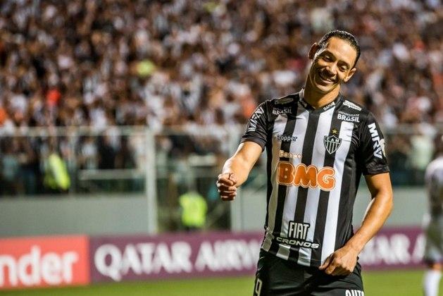 MORNO - Com Ricardo Oliveira fora dos planos do técnico Jorge Sampaoli no Atlético-MG, o nome do centro avante voltou ao radar no Santos. No entanto, não há negociações em aberto. A diretoria santista também não enxerga a aquisição do jogador, atualmente com 40 anos, como prioridade no momento.
