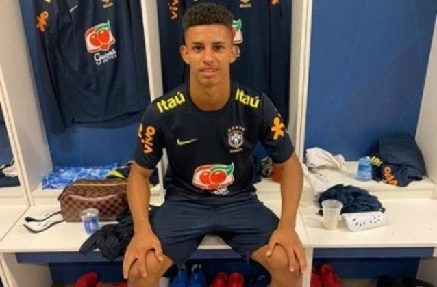 MORNO - Danilo Santos, lateral-direito do Cruzeiro e com passagens pela base da Seleção Brasileira, tem ofertas de empresários dispostos a agenciar sua carreira e oferecer uma chance de atuar no futebol europeu.