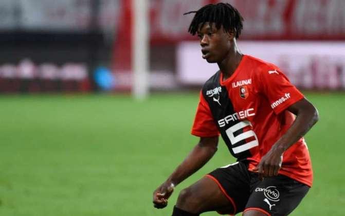 """MORNO - Em entrevista para o diário francês """"Ouest France"""", o meia Camavinga não descartou sua saída do Rennes. O jovem de 17 anos interessa ao Real Madrid."""