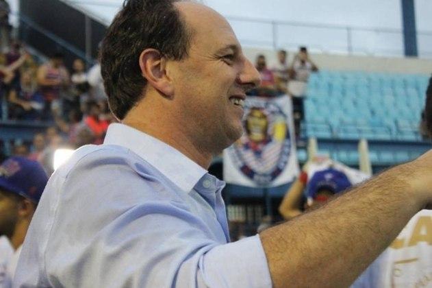 MORNO: Ídolo máximo do São Paulo, Rogério Ceni não teria portas fechadas para um dia treinar o Corinthians. Pelo menos é o que garante Andrés Sanchez - atual presidente do Timão, em entrevista ao 'Aqui com Benja', do Fox Sports.