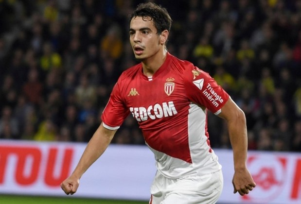 MORNO - O atacante Ben Yedder, do Monaco, interessa a vários clubes, notadamente Paris Saint-Germain e Manchester United. A diretoria no clube monegasco avisou que só liberará o jogador se vier uma proposta de 40 milhões de euros (R$ 239 milhões).