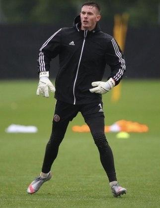"""MORNO - O Chelsea está disposto a oferecer cerca de 170 mil libras (R$ 1,1 milhão) semanais para contratar o goleiro Dean Henderson caso o Manchester United não consiga garantir a vaga de titular ao inglês, de acordo com o """"The Mirror""""."""
