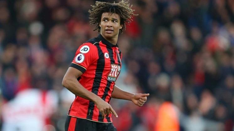 """MORNO - O Manchester City abriu conversas com o Bournemouth para contratar o zagueiro Nathan Ake na próxima temporada, segundo o """"The Athletic"""". O possível rebaixamento da equipe rubro-negra pode diminuir o valor do holandês de cerca de 40 milhões de libras (R$ 269 milhões)"""