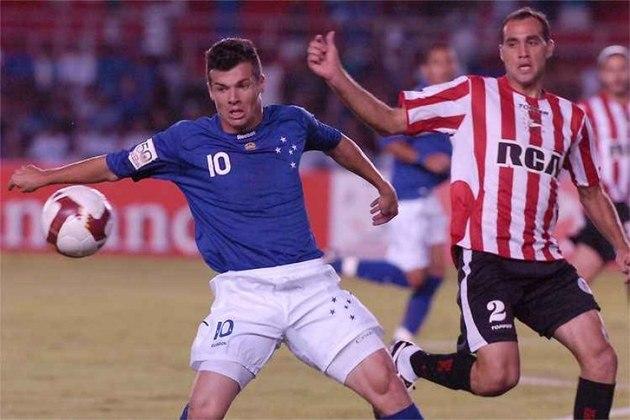 MORNO - O meia Wagner, ex-Cruzeiro, ceita até um valor simbólico para jogar no clube que defendeu de 2004 a 2009. Ele está livre após sair do Al Khor, do Catar.