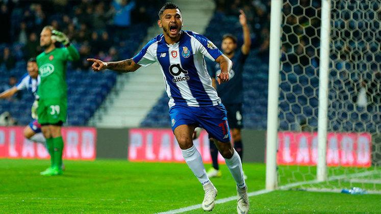 """MORNO - O meio-campista Jesus Corona, do Porto, está na mira de três grandes clubes europeus, de acordo com o site """"Mediotiempo"""", do México. Sevilla, Inter de Milão e Chelsea aparecem como os favoritos para contratar o jogador."""