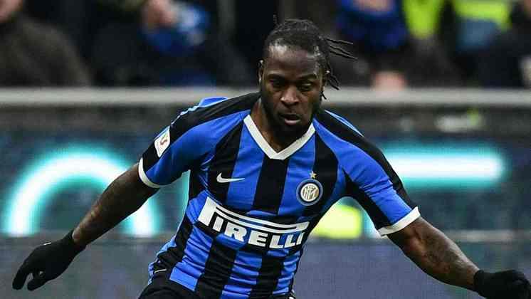 MORNO - O nigeriano Victor Moses está na mesma situação do atacante chileno. Ele tem contrato até o final do Italiano e o clube de Milão negocia com o Chelsea a permanência do jogador.