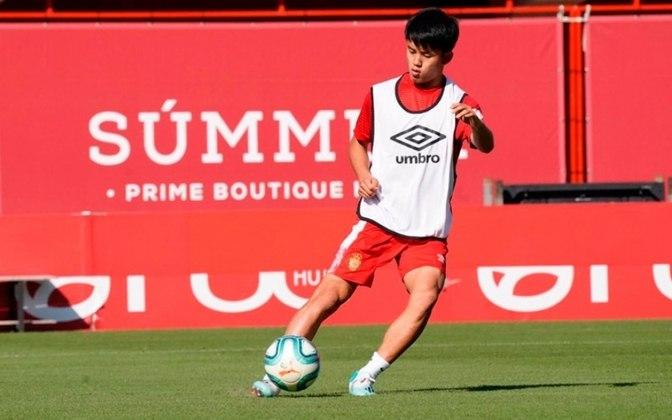 """MORNO - O Paris Saint-Germain insiste na contratação do jovem Take Kubo, do Real Madrid, segundo o jornal """"As"""". O jovem, que está emprestado ao Mallorca, tem uma multa de 250 milhões de euros (RS 1,4 bilhão)."""