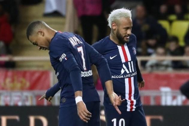 """MORNO: O Paris Saint-Germain tenta negociar uma redução salarial com os seus jogadores e o corte percentual de atletas como Mbappé, Neymar e Thiago Silva pode chegar em 50%, segundo o """"Le Parisien"""". Essa medida pode ser decisiva para que o atacante francês se afaste de uma negociação de renovação de contrato frente o interesse do Real Madrid em contar com camisa sete."""