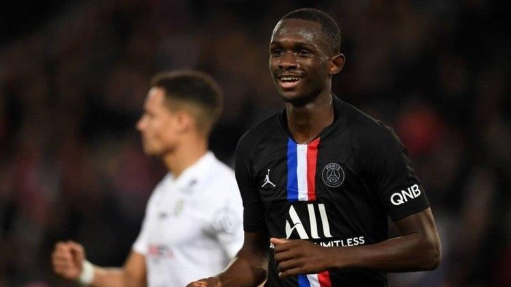 """MORNO - O Real Madrid mira Tanguy Kouassi, zagueiro de apenas 17 anos do Paris Saint-Germain, de acordo com o portal """"Le10Sport"""". O atleta termina seu contrato no final deste mês, mas deseja renovar e firmar seu primeiro vínculo como profissional na França."""