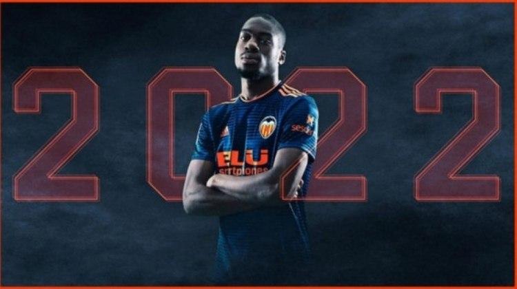MORNO - O Tottenham, de José Mourinho, está interessado em Geoffrey Kondogbia para a próxima temporada. O 'London Evening Standard' informa que o meio-campista do Valencia é um pedido do português que quer reforçar este setor no elenco.