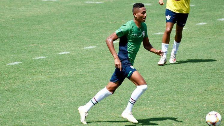 MORNO - Poucas horas depois de saber que seria relacionado por Odair Hellmann para o amistoso entre Fluminense e Botafogo, o jovem Daniel Lima acabou cortado da lista. Com contrato apenas até o final desde ano, o empresário do jogador avisou ao clube que não pretende renovar o vínculo do jovem.