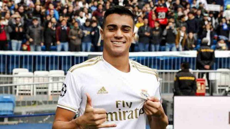 """MORNO - Real Madrid e Reinier estão estudando a melhor opção para que o brasileiro seja emprestado na próxima temporada e se desenvolva no futebol europeu. De acordo com o jornal """"As"""", o Borussia Dortmund é o favorito para contar com o ex-jogador do Flamengo, enquanto o Bayer Leverkusen também está na disputa."""