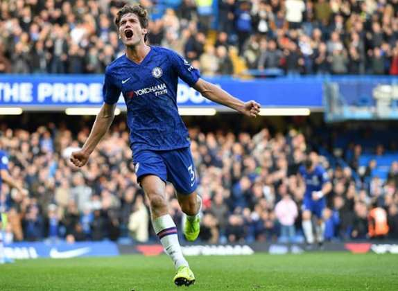MORNO - Segundo a emissora 'Sky Sports', o Chelsea precisa diminuir a folha salarial de sua equipe para fechar a contratação de Kai Havertz, do Bayer Leverkusen. Com isso, o clube londrino ofereceu o espanhol Marcos Alonso ao Sevilla, e o valor do lateral-esquerdo gira em torno de 20 milhões de euros.