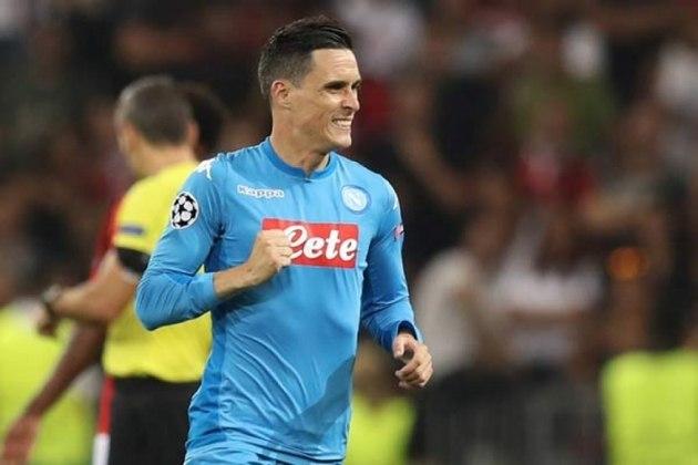 MORNO - Segundo o diário espanhol 'Marca', o Betis quer contratar o meia Callejón, ex-Real Madrid e que está no Napoli. Porém, nenhuma proposta foi realizada ainda.