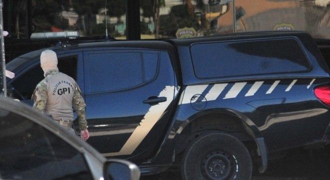 Viatura que transportava o ex-ministro Moro chega à sede da PF, em Curitiba