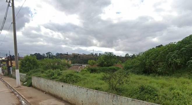 Suspeito fugiu para uma área de mata em Cidade Tiradentes