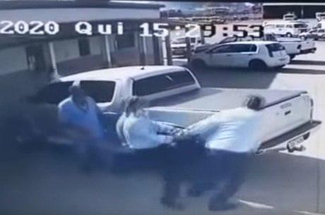 Suspeito atirou cinco vezes contra a vítima