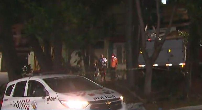 Homem morreu eletrocutado ao tentar pegar abacates em árvore na zona leste de SP