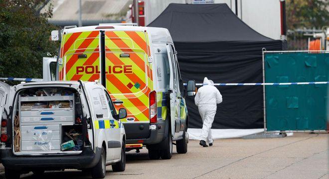 Polícia britânica achou 39 corpos em caminhão frigorífico; motorista está preso
