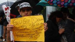 Fãs de Gugu esperam mais de uma hora em fila de 1 km para velório