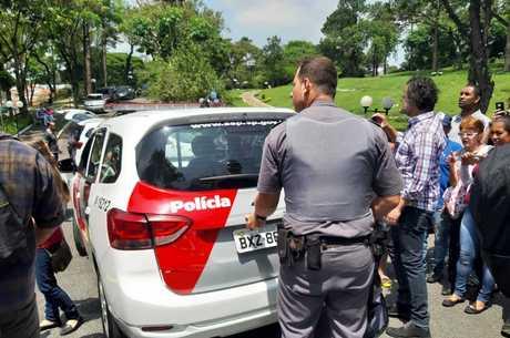 Polícia prende suspeitos de furto em enterro de Gugu