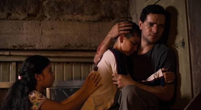 Cenas do filme 'Morto Não Fala', dirigido por Dennison Ramalho