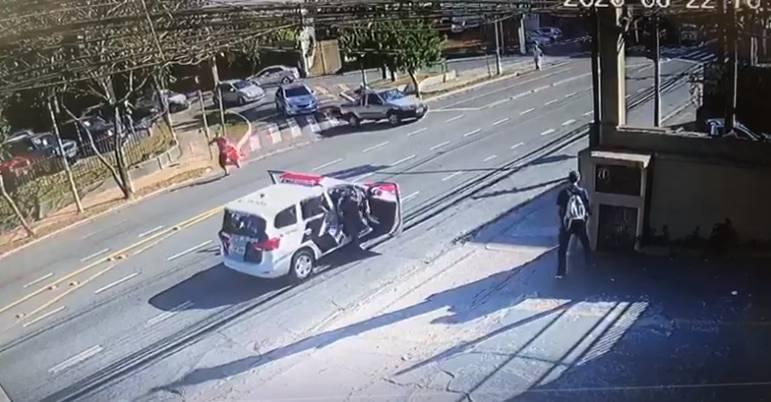 Vídeo: homem é baleado após roubar R$ 150 mil no Morumbi ...