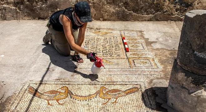 Mosaico foi descoberto em antiga igreja na margem oriental do Mar da Galileia