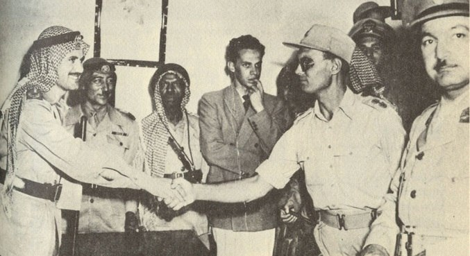 Dayan aperta a mão do jordaniano Abdullah el-Tell por um cessar-fogo em 1948