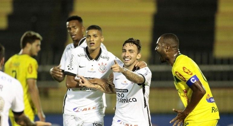 Mosquito comemora o gol da vitória histórica. Campeonato Paulista no Rio de Janeiro