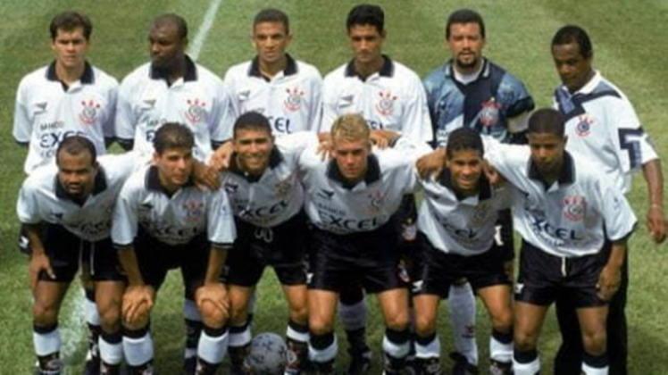 Motivado pelo sucesso da Parmalat com o Palmeiras, o banco Excel-Econômico decidiu investir no Corinthians no ano de 1997. Além do patrocínio na camisa, a instituição ajudou na compra de jogadores para fortalecer o elenco e bater de frente com o rival que não parava de investir e montar times fortes.