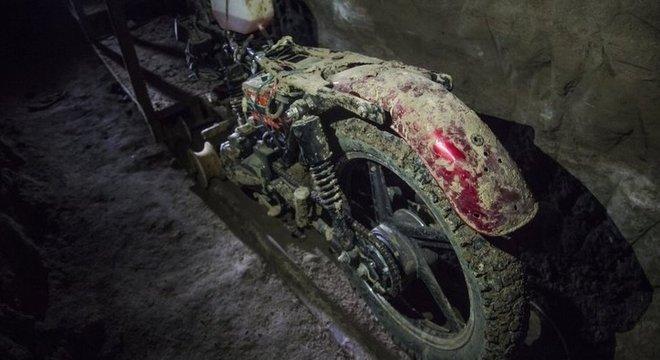 El Chapo escapou da prisão de segurança máxima de Altiplano em uma pequena motocicleta adaptada para cruzar o túnel