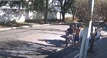Motoqueiros assaltam correor na zona sul de São Paulo
