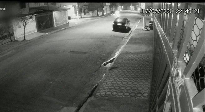 Veículo do homem foi flagrado por câmeras de segurança pouco antes do estupro