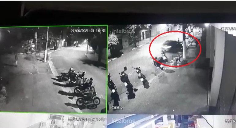 Câmeras de circuito de segurança gravaram o atropelamento