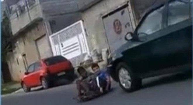 Mãe do garoto filmou momento em que o atropelamento ocorreu