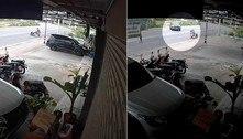 Motorista perde a direção, sai da estrada e estaciona com maestria