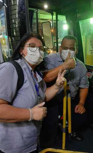 Cansados de esperar, funcionários compraram máscaras e luvas