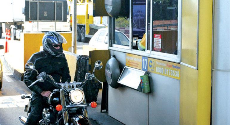 A isenção a motocicletas reflete na tarifa de outros usuários