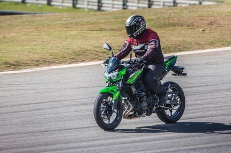 Uso da moto é diário, todavia, necessário a utilização de equipamentos mesmo no calor.