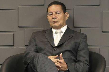 Mourão aceita negociar militares na Previdência