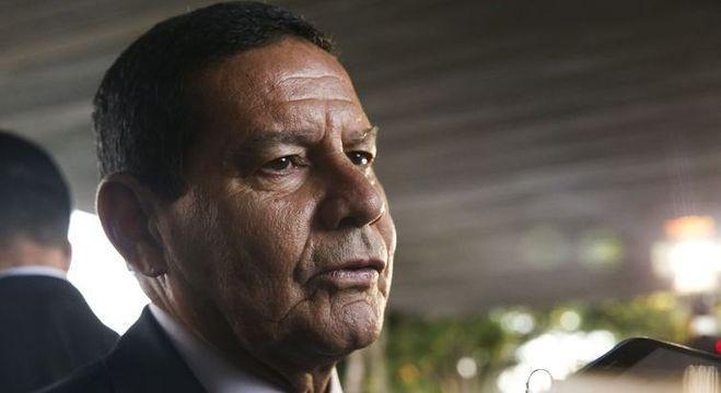 Mourão passou por procedimento ortopédico, em Brasília, e está de repouso