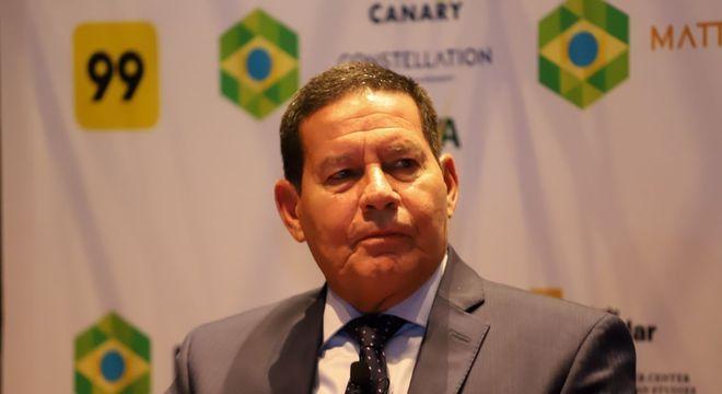Mourão responde a vídeo de Olavo de Carvalho e ironiza escritor