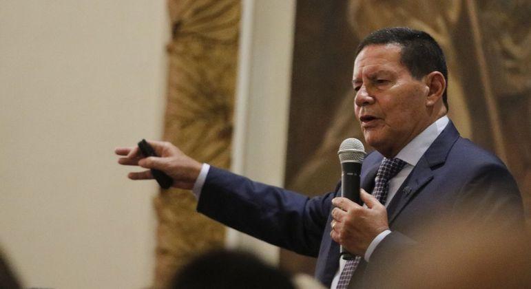 Mourão durante palestra na sede do Clube Militar do Rio de Janeiro