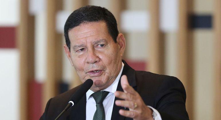 Mourão foi excluído de reunião ministerial nesta terça-feira (9)