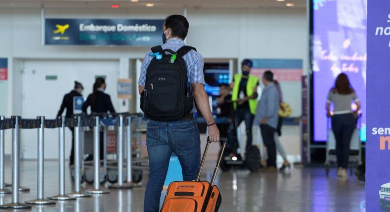 Cálculos têm como base a Pesquisa Mensal de Serviços) e fluxo de passageiros e aeronaves aeroportos