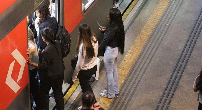 Homem levou mulher no colo e foçou relações sexuais na plataforma