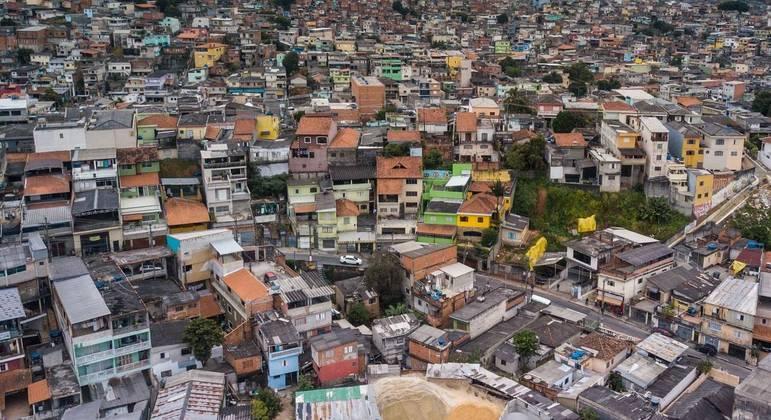 Na Brasilândia, famílias numerosas em cômodos pequenos vivem rotina de abusos