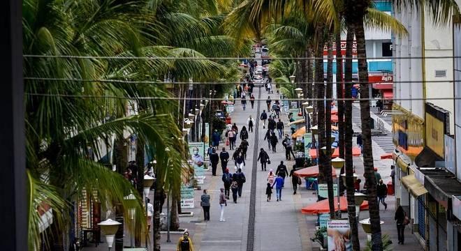 Rua Antônio Agú, conhecida como Calçadão de Osasco, ponto de comércio da cidade